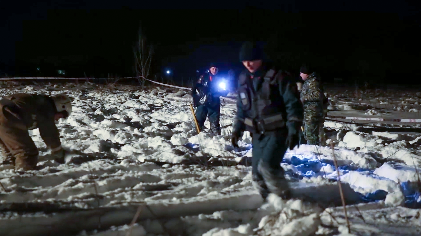 Emergency teams search for victims of Russian plane crash