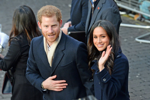 Royal wears offensive brooch to meet Meghan Markle