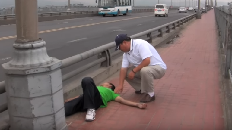 Meet Chen Si, The Man Who Saved Hundreds Of People From Suicide