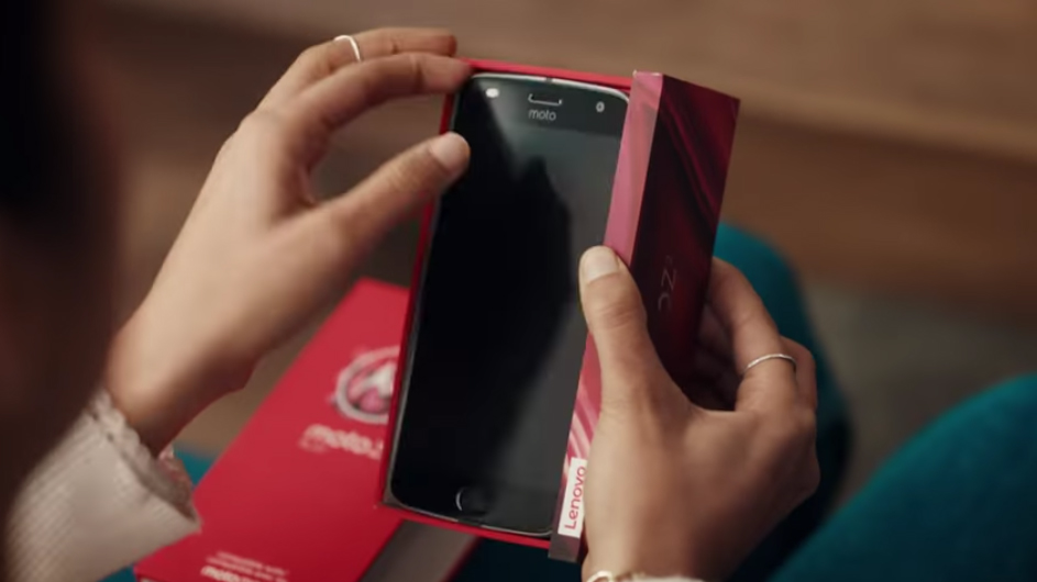Motorola Chips In On Samsung And iPhone Rivalry With Cheeky Ad Of Its Own