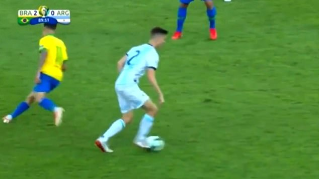 Coutinho follows the player, not the ball, before Foyth returns to the ball to play on. Image: beIN Sports