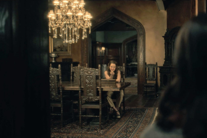 All The Hidden Ghosts You Missed In The Haunting Of Hill House Ladbible