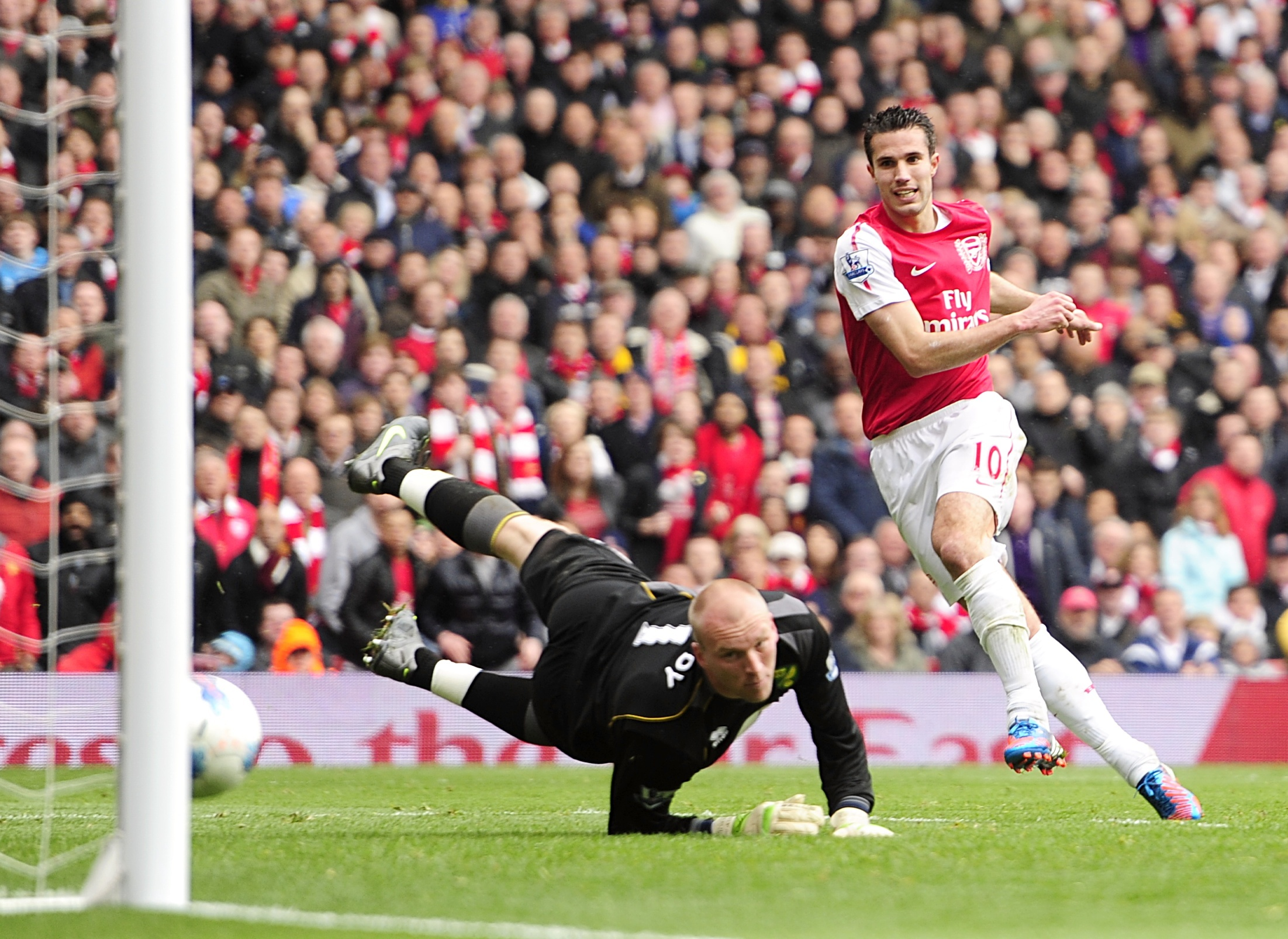 Robin van Persie in action for Arsenal before he left for Manchester United