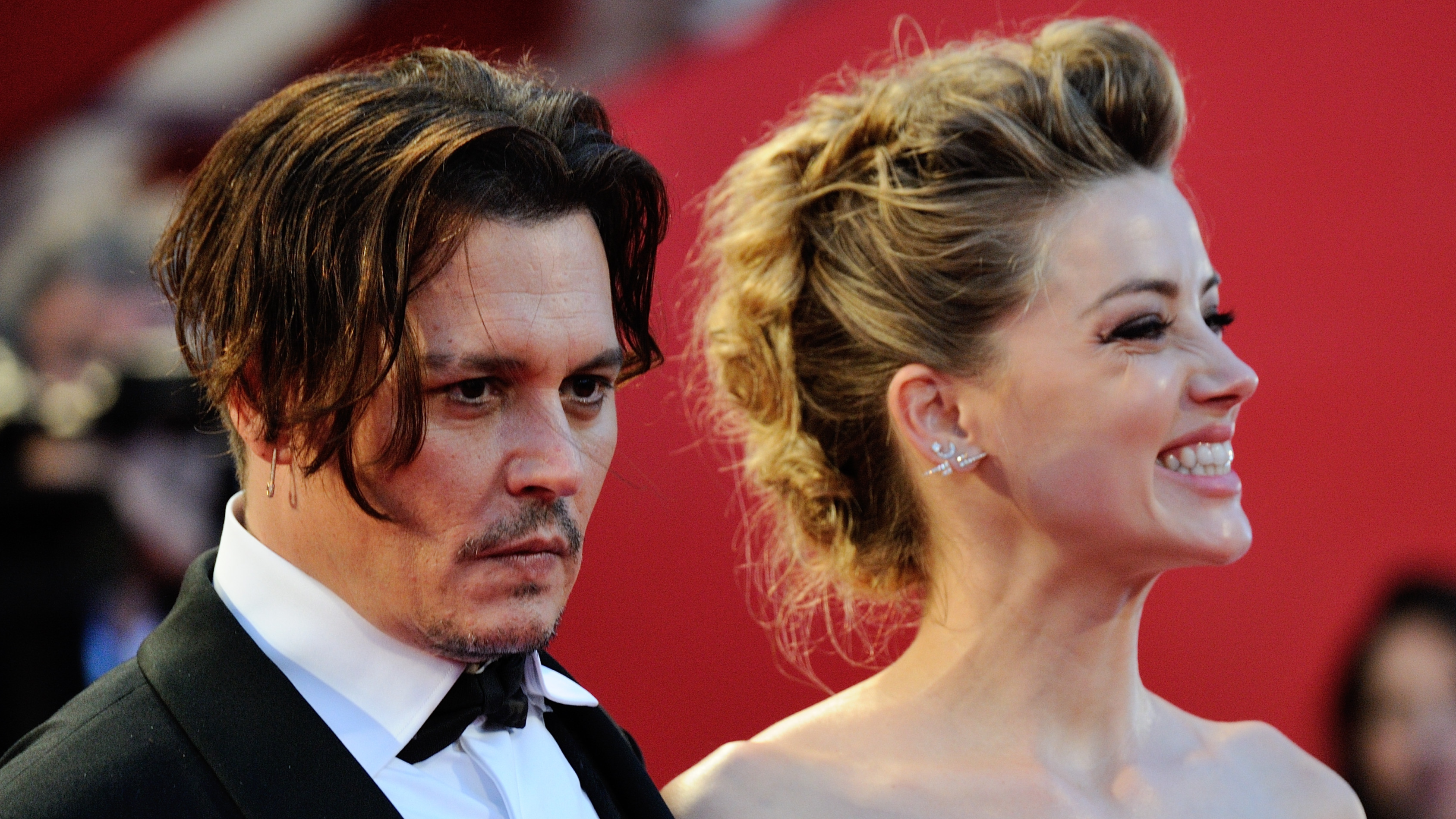 Johnny Depp Reportedly Claiming That Amber Heard 'Left Poo In Their Bed'
