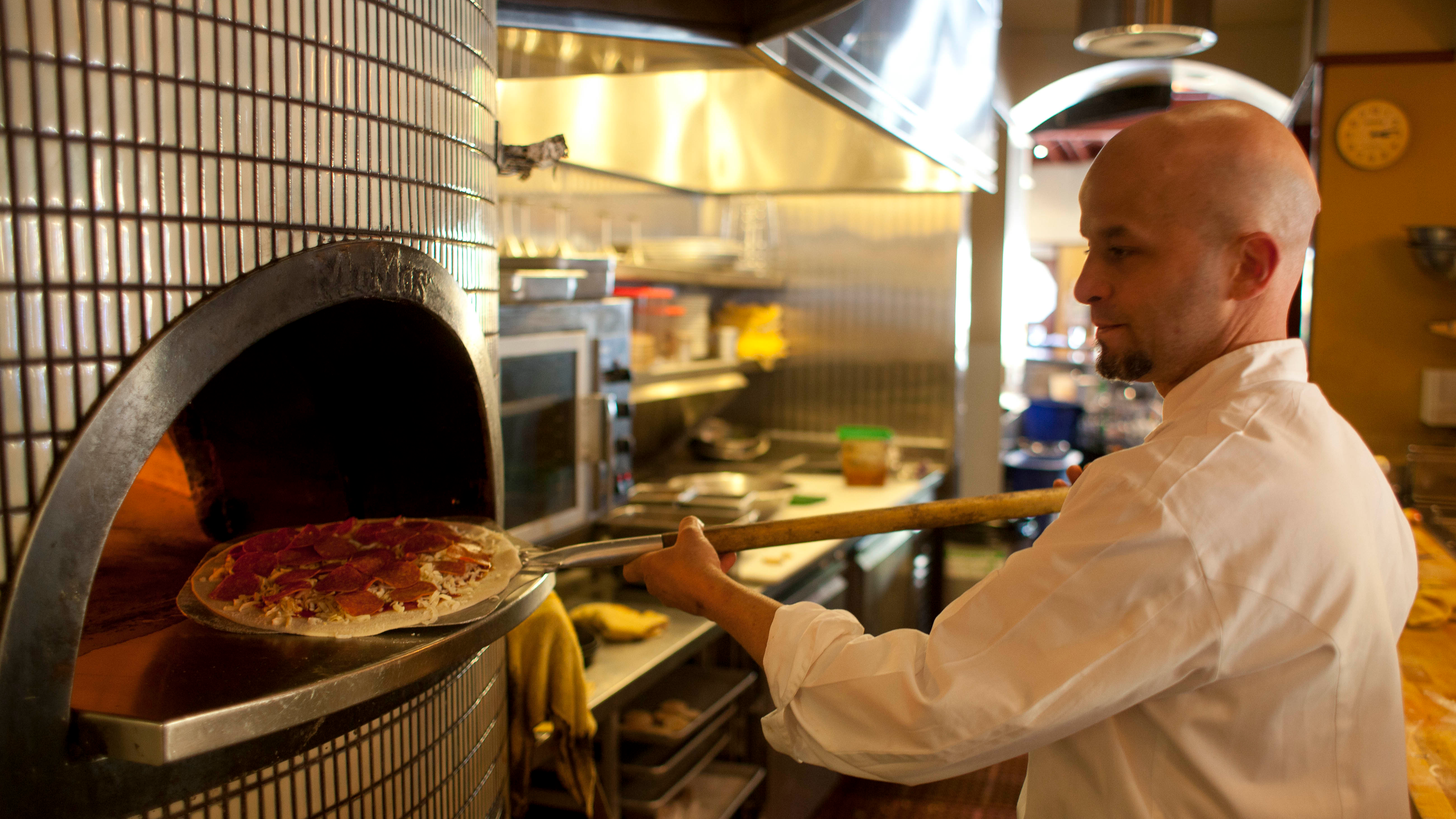 Woman Places Order For Pineapple Pizza, Chef Understandably Has Other Ideas