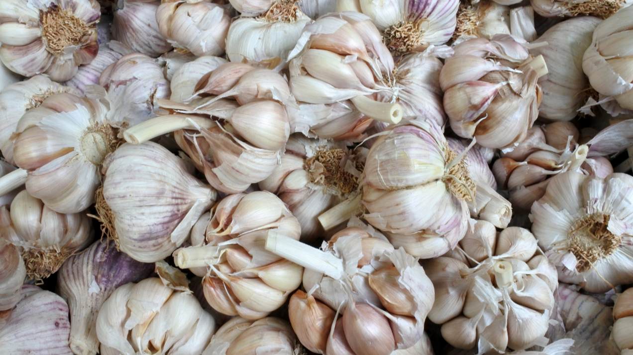 There's A New Way To Peel Garlic