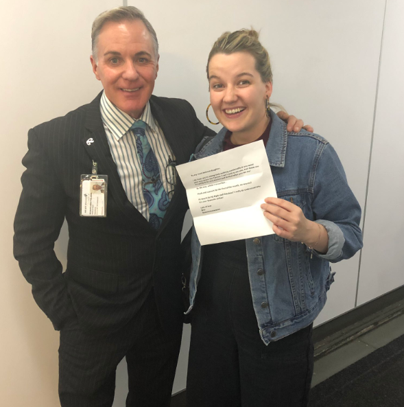 The Air New Zealand staff member and Bridie. Credit: Twitter/Bridie Connell